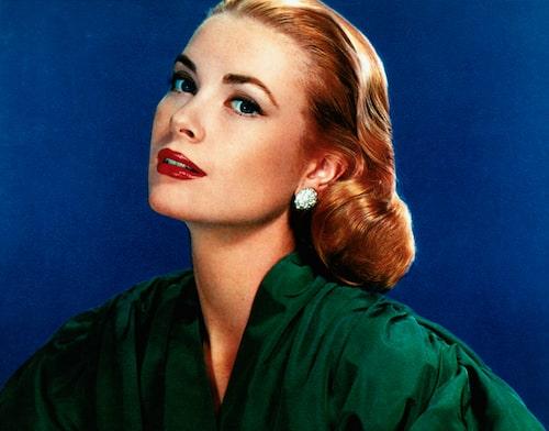 Grace Kelly använde redan på sin tid olika nyanser av rouge och puder för att på bästa sätt framhäva sina kindben