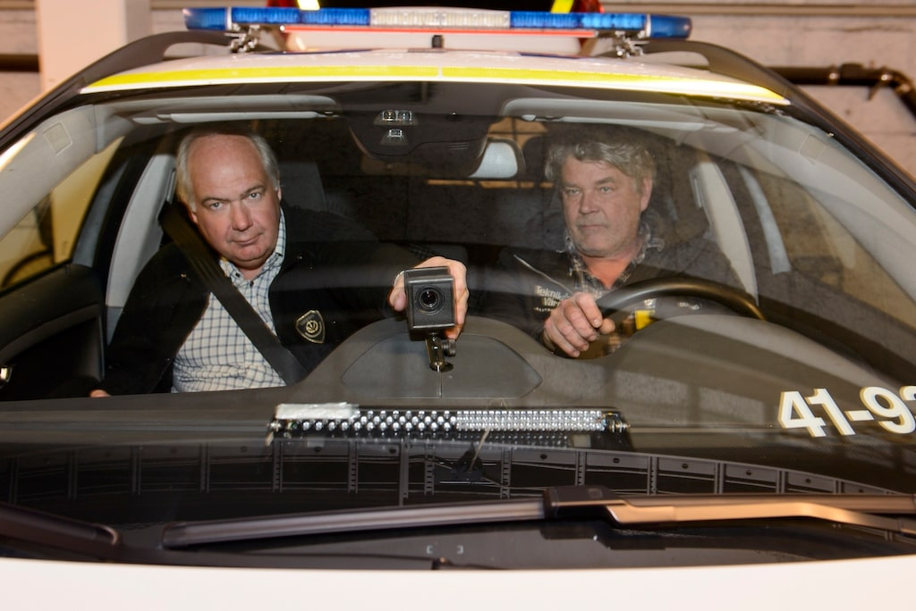 """Kamerans """"synfält"""" dirigeras av polisen i högerstolen."""