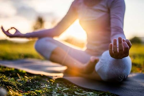 Gå undan en stund för att meditera.