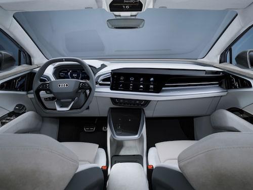 Om man nu ser Audi e-trons förarmiljö som lite för plottrig så kanske detta mer minimalistiska utförande är något för dig?