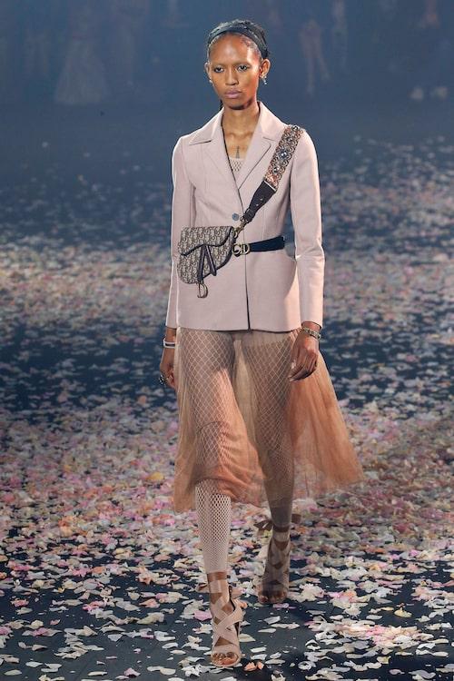 Fisknäts-leggings syntes på catwalken hos Dior SS19.