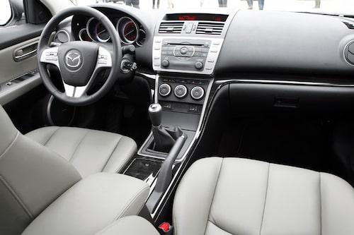 Mazda har jobbat bra med interiören som nu närmast upplevs som premium och det har dessutom blivit mer utrymme för de som befinner sig där.