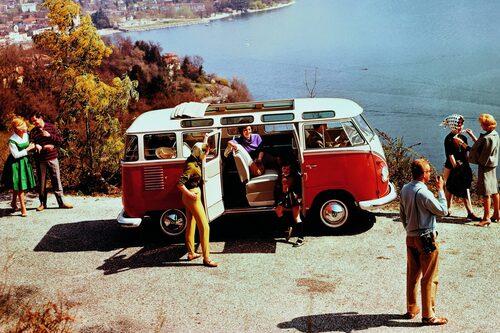 Denna rödvita folkabuss är den miljonte tillverkade. Året var 1962.
