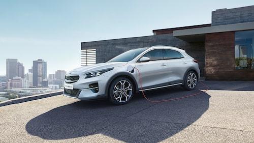 Kia XCeed Plug-in Hybrid på laddning.