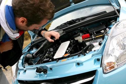 Luftfiltret är till exempel från Toyota, som mycket annat i bilen. Men så äger Toyota också Daihatsu.
