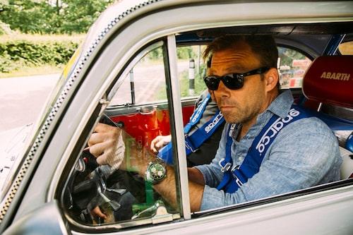 Linus bakom ratten, redo för vägen. Det krävs minst 5000 r/min för att låsa upp TCR!