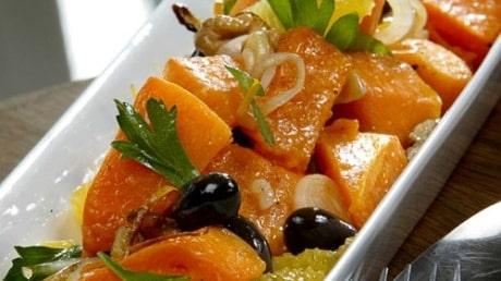 Pumpasallad med apelsin och oliver