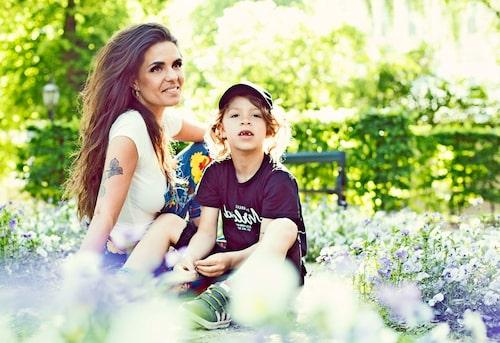 Elliot bor hos Cleo varannan vecka, och då är det fullt fokus på sonen. Foto: Hannah Hedin