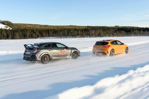 I sommar kommer Honda Civic Type R med en smärre uppdatering som bland annat omfattar chassi, bromsar, kylning och utseendet. Då kommer också Sport Line som innebär samma bil men utan den enorma vingen.
