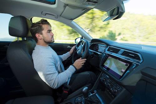 Även däck såväl som vindljud känns väl maskerat oavsett var i bilen man sitter, det går att ha en konversation med föraren från den tredje sätesraden utan att fresta på stämbanden alltför mycket.