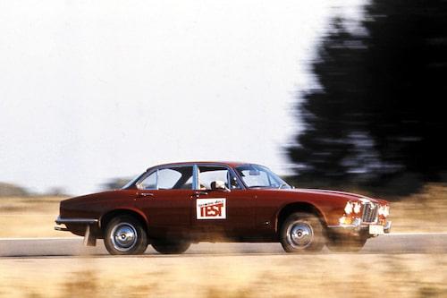 Jaguar XJ av första generation i test av oss på Teknikens Värld – otvivelaktigt en sedan.