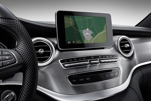 Borstad aluminium utmärker Exclusive-versionen på insidan.