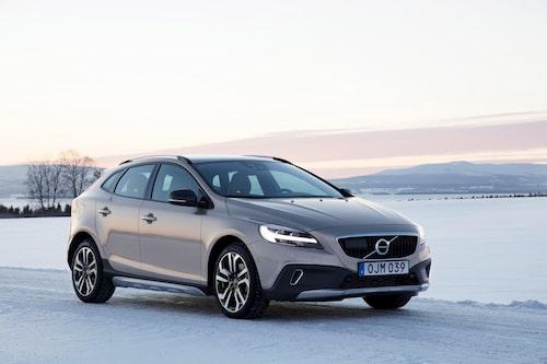 Volvo V40 fick omgående förhöjd markfrigång och namntillägget Cross Country. Här ses den ansiktslyfta versionen, modellår 2017.