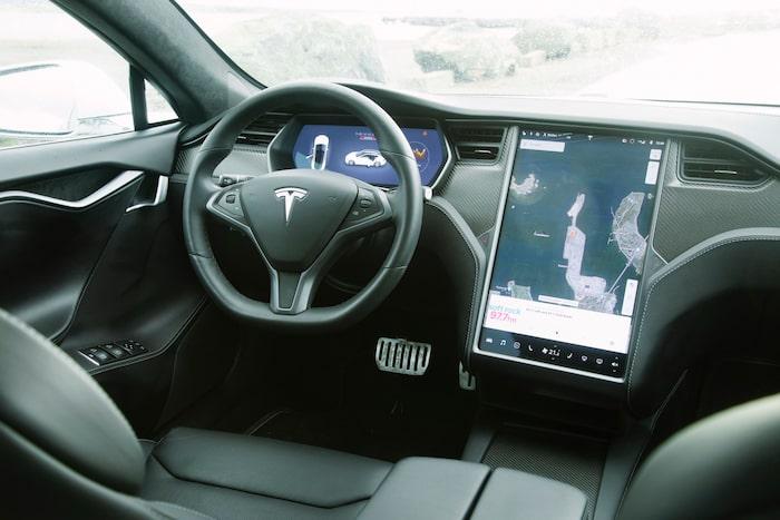 Före sin tid när den kom upplevs Model S alltjämt fräsch om än inte avantgarde.