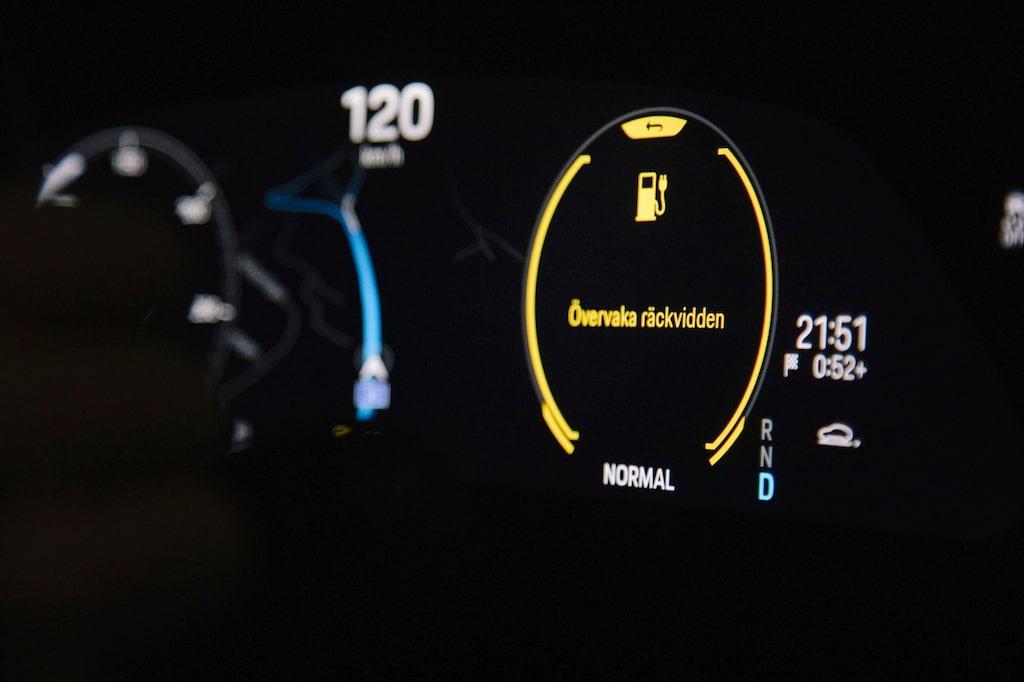 Gasar man på med Taycan Turbo vid långkörningar gäller det att hålla koll på laddplatser längs vägen.