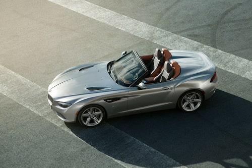 Det var bara sex veckor sedan BMW-gruppens designchef Adrian van Hooydonk bad Zagato om att följa upp publikfriaren Zagato Coupé. Bak på bilen är roadstern mjukare formad än på sitt coupésyskon.