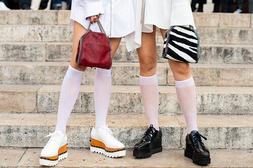 Platform sneakers är fortsatt heta 2021.