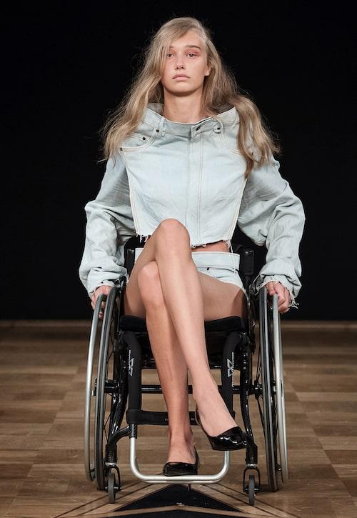 Louise Linderoths examenskollektion Have a seat som visades under Stockholm Fashion Week.