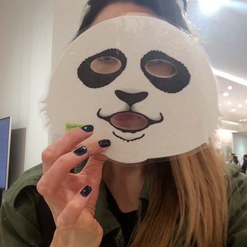 Valet blev en pandamask! Denna mask var dock mer selfievänlig än effektiv hudvårdare.