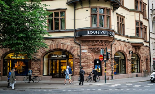 Louis Vuittons enda fysiska butik ligger i Stockholm.