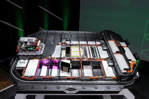 Batteripaketet som är placerat i golvstrukturen hos Audi e-tron.