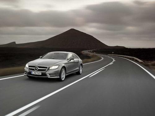 Den svepande linjen som löper längs sidan från främre hjulhuset kommer vi att återse hos fler kommande Mercedes-modeller.