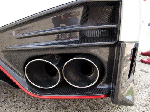 Det aerodynamiska paketet är utvecklat i samarbete med Nissans Super GT-stall.