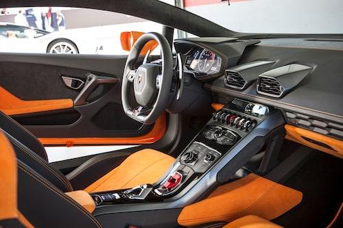 Lamborghini har inte släppt bilder som visar interiören i Huracán LP 580-2, men så här ser det ut i Huracán LP 610-4, och vi misstänker att det inte är några större förändringar i och med bakhjulsdriften.
