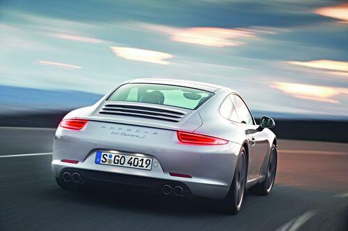 Men största förändringen på nya Porsche 911 är ändå baken som är rundare och har fått nya bakljus. Nya 911 är dessutom större än tidigare med en decimeter längre hjulbas.