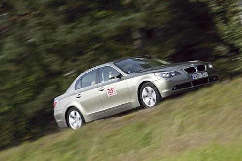 E60/E61 (2003-2010). Helt nytt formspråk av Chris Bangle, Touring får egen internkod (E61). M5 får V10 på 507 hk.
