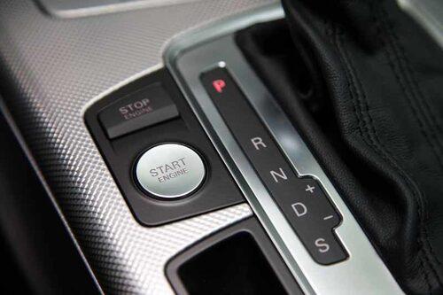 Startknapp är regel snarare än undantag på nya bilar, så även på A6.