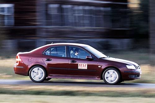 """Saab 9-3 (2002-2011). """"Som förare är det omöjligt att inte gilla bilen. Motor, kraftöverföring och chassi bildar ett sammansvetsat team."""" Så skrev vi 2002 när vi testade nya 9-3 för första gången. Än i dag är den en kul bil att köra."""