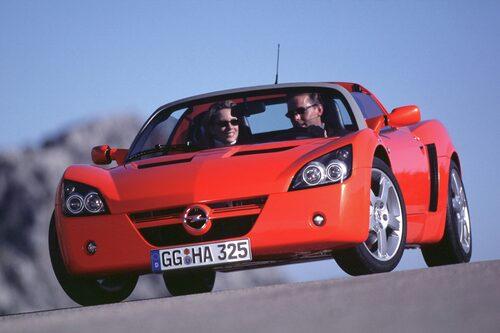 Opel Speedster (2000-2005). Mittmotortarga från Rüsselsheim som byggdes hos Lotus i England. Hette Daewoo Speedster i asiatiska länder.