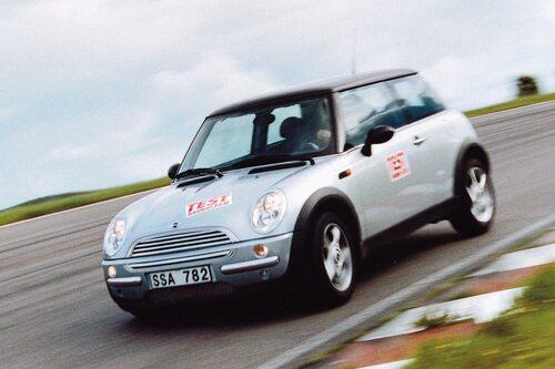 Mini (2001-2006). Följde i PT Cruisers retrospår men lyckades betydligt bättre trots att den var väldigt mycket större än originalet. En guldkalv för BMW.