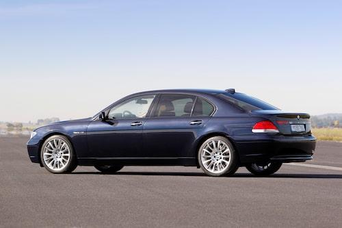 """BMW 7-serie (2001-2008). Chris Bangle höll i ritstiften när BMW:s kanske mest utskällda bil formades. Den """"utanpåliggande"""" bakluckan fick folk att gå i taket, men efterhand lyckades de flesta smälta BMW:s nya former."""
