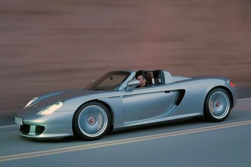 Porsche Carrera GT (2003-2006). Porsches supersportbil med mittmotor som tog upp kampen om kunderna med Ferrari Enzo. V10-motor på 612 hästkrafter, 0-100 km/h på 3,9 sekunder och toppfart på 334 km/h.