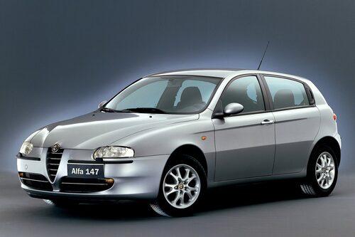Alfa Romeo 147 (2000-2010). Blev utsedd till Årets bil 2001, bara tre år efter 156:an vann samma titel. Fick ett lyft redan 2003. Fanns även med fem dörrar.