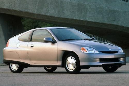 Honda Insight (1999-2006). Lanserades i Japan och Europa sent 1999, men kom till Europa först 2000. Insight följde samma spår som Toyota Prius och var faktiskt mer av en trendsättare än Prius som lanserades efter Insight i USA.