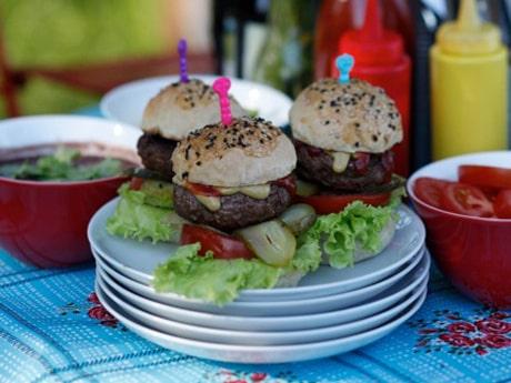 Baka ditt eget hamburgerbröd