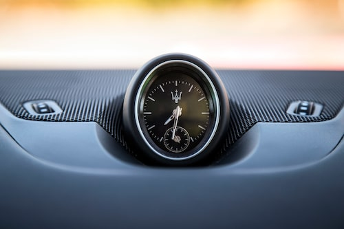 SUV och dragkrok är nya grepp för Maserati, men det är inte analog klocka.