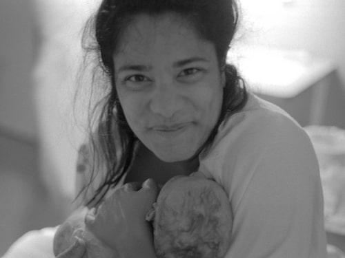 LYCKLIG. Farahs sambo fotograferade under förlossningen. Den här bilden sammanfattar känslan.