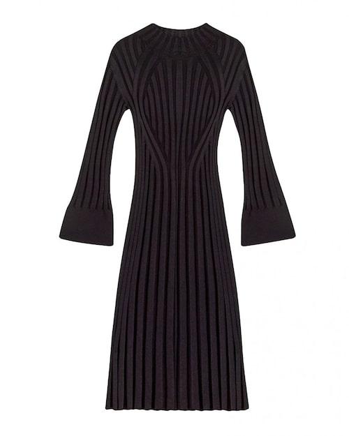 Ribbstickad klänning från Dagmar.