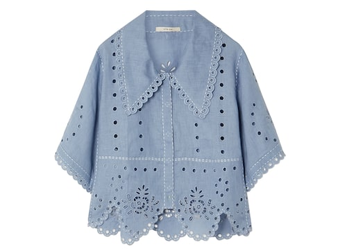 Blus med broderie anglaise.