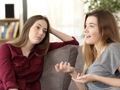 """Att tala i monologer, utan att göra naturliga pauser och ta in den andra personen för att hör vad den har att säga, är ett typiskt tecken på en """"energitjuv""""."""