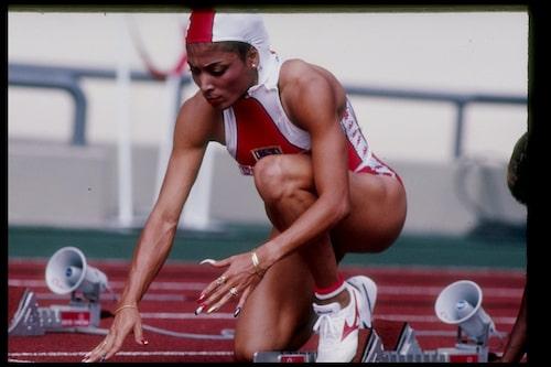 Florence Griffith Joyner förbereder sig inför ett lopp under OS i Seoul 1988.