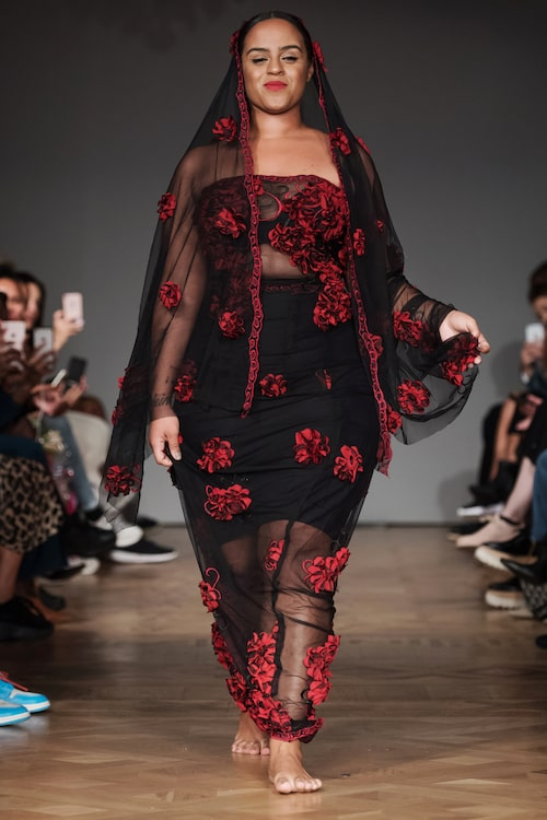 """Seinabo Sey gick Selam Fessahayes debutvisning under Fashion Week Stockholm."""