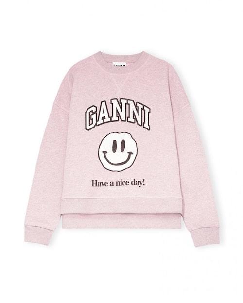 Ljuslila tröja med tryck från Ganni. Klicka på bilden och kom direkt till tröjan.