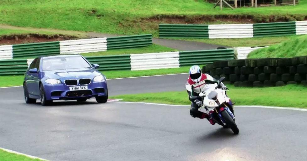 BMW M5 mot BMW S 1000 RR