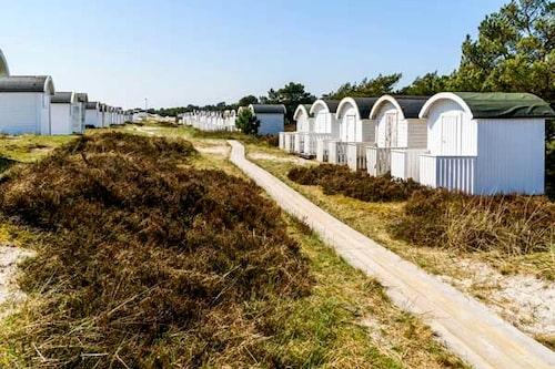 """Är du på roadtrip i Skåne? Missa inte """"Sveriges riviera"""" Falsterbo – och hyr en strandstuga på Falsterbo camping resort."""