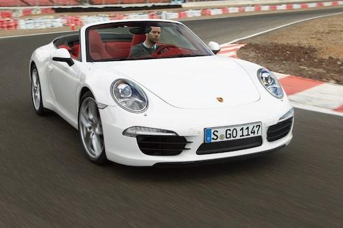 I år räknar Porsche Sverige med att 35 procent av alla sålda 991:or kommer att vara cabrioleter. Chefredaktör Frodin har tyvärr inte råd att köpa en. Carrera kostar från 1014000 kronor och Carrera S 1154000 kronor.